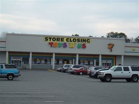 Toys R us going out of business   The Kitchen Cabinet.US