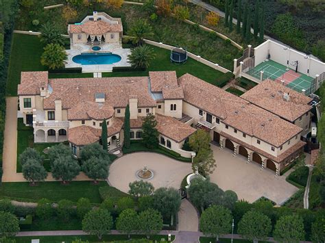 famous mansions baseball legend barry bonds just sold his beverly hills