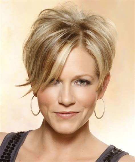 short hairstyles with height at crown short straight casual hairstyle with side swept bangs medium blonde caramel