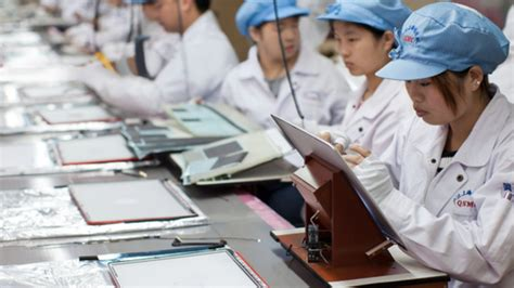 apple factory foxconn considers 7 billion us display factory in