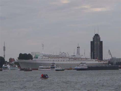 schip holland amerika lijn in rotterdam voormalig cruiseschip ss rotterdam van de holland america