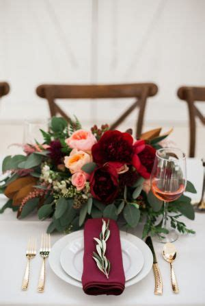 Burgundy Table Ls by 156 Best Burgundy Marsala Bouquets Images On