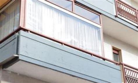 veranda su balcone la veranda sul balcone va demolita se altera il decoro
