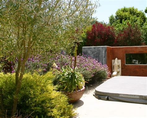 How To Design Backyard Landscaping Un Jard 237 N Mediterr 225 Neo En California