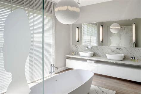 ta bathroom showrooms dwie umywalki w łazience łazienka styl klasyczny