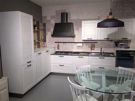 zona living e cucina cucina stosa york con zona living e tavolo in offerta