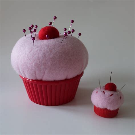 pin cusion obsessively stitching cupcake pin cushions