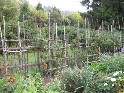 fencing ideas for small gardens the 25 best ideas about vegetable garden fences on