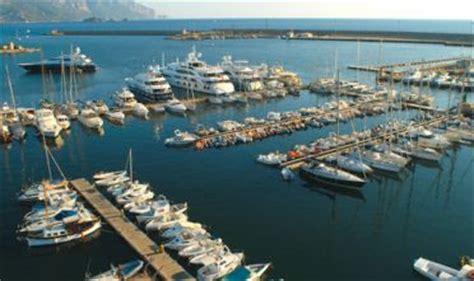 banche sardegna arbatax l avventura dello yacht voluto da ora in