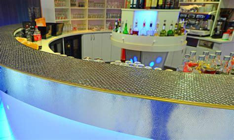 Revetement Comptoir Bar by Un Comptoir De Bar Professionnel Sur Mesure Rev 234 Tement