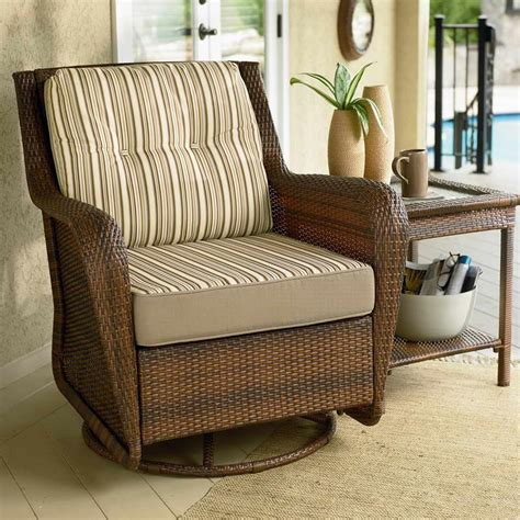 Rattan Living Room Chairs Furniture Swivel Chairs For Living Room With Rattan Desk How To Choose Swivel Chairs For