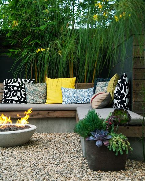 how to transform a small backyard 25 best ideas about small backyard landscaping on