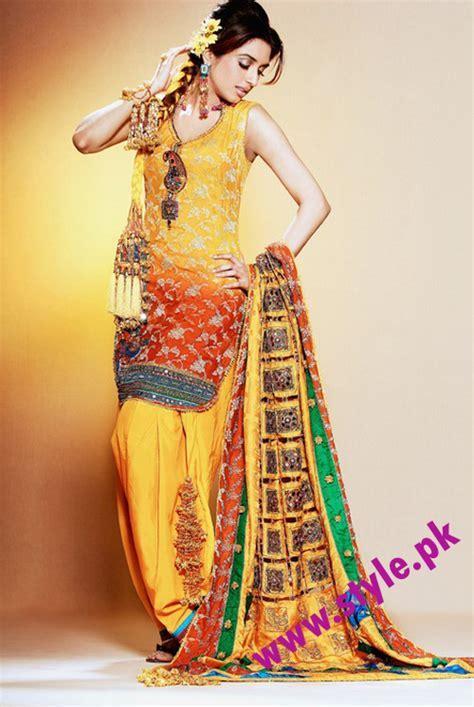 Latest Mehndi Dresses for girls