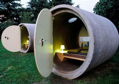 Portable Outdoor Shower Kit - de vreemdste hotels en hotelkamers van europa stedentripper