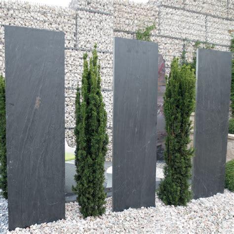 gartengestaltung mit palisaden schieferplatten palisaden n 214 hmer beton kies splitt