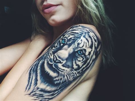 snow tiger tattoo designs best 25 white tiger ideas on