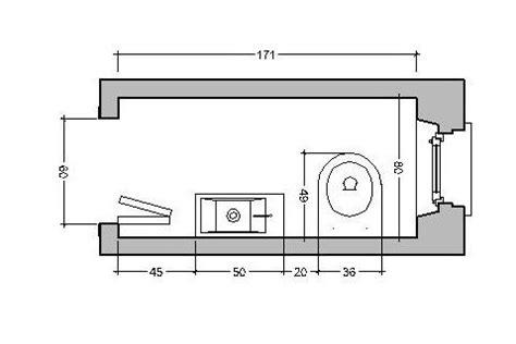 larghezza minima bagno bagno stretto e lungo come ristrutturare e disporre