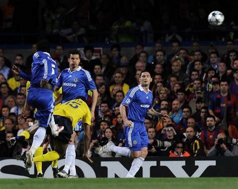 barcelona sport bandung mengenang gol indah gelandang persib essien ke gawang