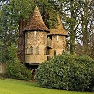 treehouse castle 23 amazing tree houses smosh