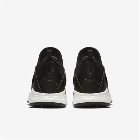 jual sepatu sneakers formula 23 black white