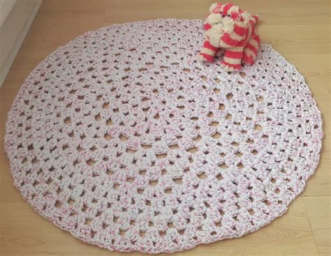 crochet pattern zpagetti how to crochet a granny dollie rug using hooplayarn