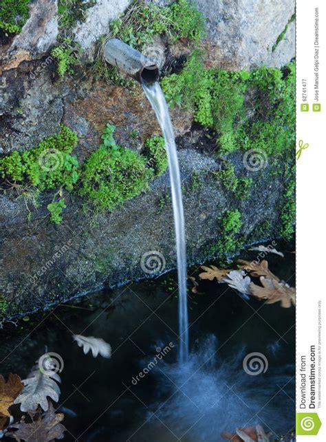 imagenes fuentes naturales de agua fuentes de agua naturales foto de archivo imagen 62741477