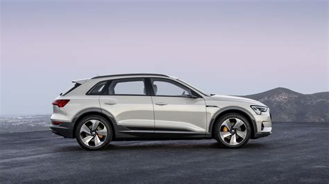 E Tron Audi by New Audi E Tron Suv Brings Audi Into Full Electric Battle