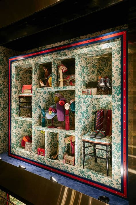 Sepatu Gucci 793 665 31 best gucci images on glass display cabinets shop displays and store windows