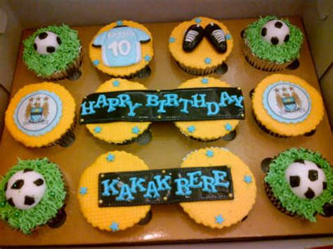 Buku Ulang Tahun Seru Dengan Aneka Kreasi Cake Hias Imut Lucu Hn musim bola berarti musim cupcake tema bola cupcakesjakarta