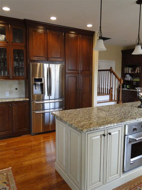white and cherry kitchen cabinets 1000 ideas about cherry cabinets on cherry
