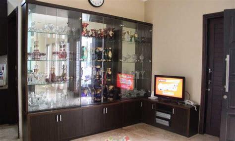 Lemari Kayu Ruang Tamu model lemari kaca display bahan kayu terbaru 2017 desain