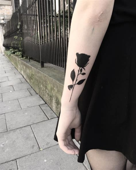 rose tattoo black i want the same thing but with really shading instead