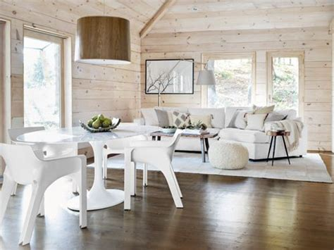 klassische speisesaal sets a modern spin on cabin decorating bright dining rooms