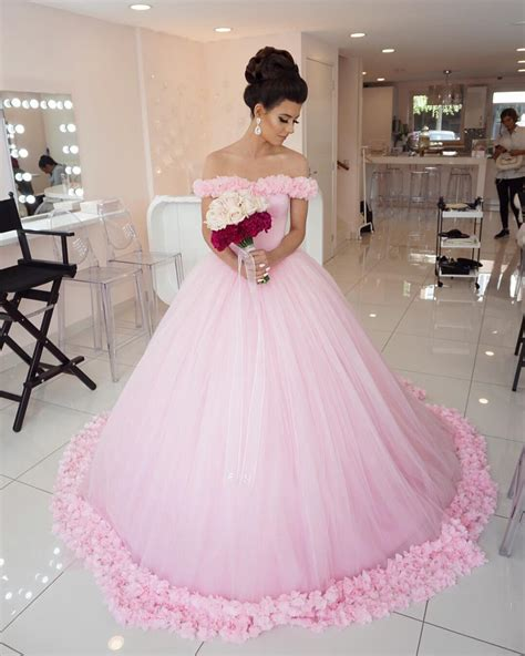 hochzeitskleid in rosa pink wedding dress princess wedding dress elegant