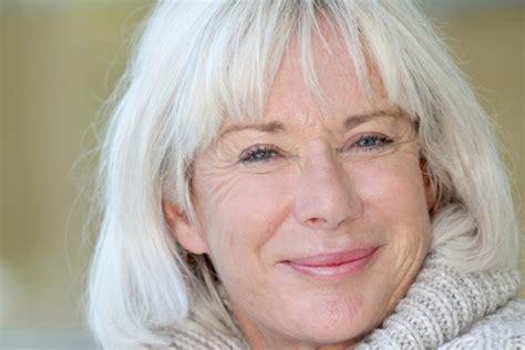 skin on face 53yrs old woman photos les cheveux blancs en voie d extinction beaut 233