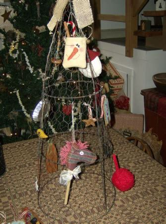 how to display christmas ornaments at fair display for craft show at tomato cage covered in chicken wire spray paint a bright
