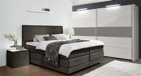 schlafzimmer mit schwebetürenschrank schlafzimmer mit boxspringbett haus dekoration