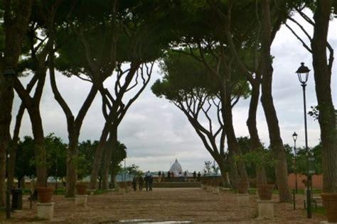 colle aventino giardino degli aranci piazza dei cavalieri dei malta foto di colle aventino