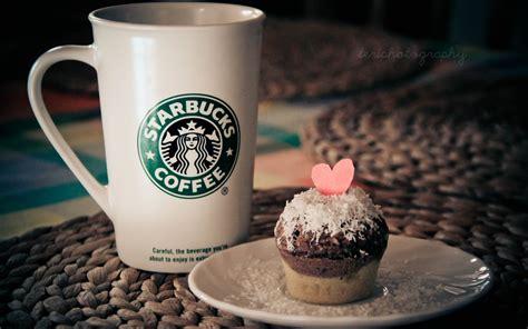 starbucks coffee wallpaper hd cup starbucks coffee mug cake heart table hd wallpaper