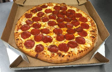 domino pizza free domino s offers free pizza to emergency personnel