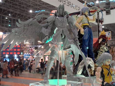 Play Arts Kingdom Hearts Cloud Strife Sephiroth Figure new cloud and sephiroth play arts figures unveiled at tgs