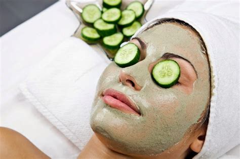 masker untuk membuat wajah glowing cara membuat masker mentimun untuk merawat kulit wajah