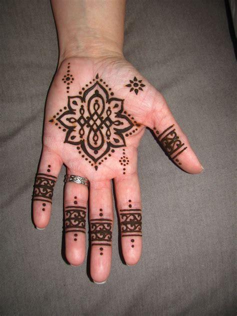 henna tattoo colours not henna mandala i kinda like the henna color eid