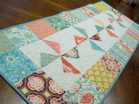 quilting table runners beginners top 10 quilted table runner patterns for windmill