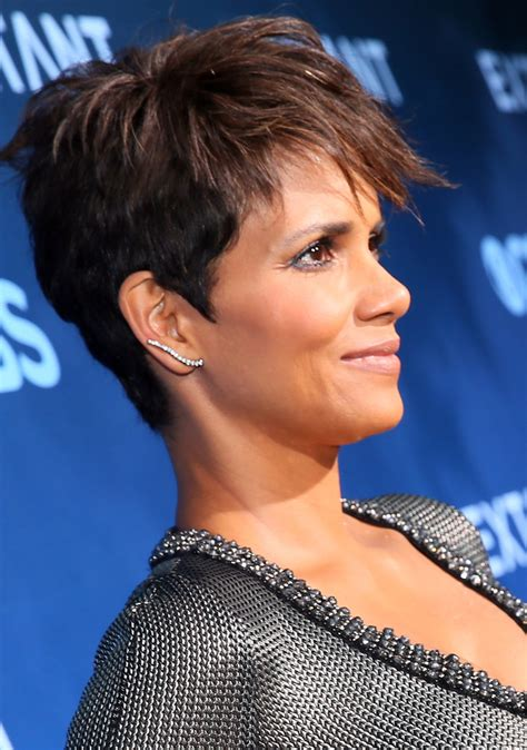 picture of halle berry hairstyle on extant halle berry pixie halle berry looks stylebistro