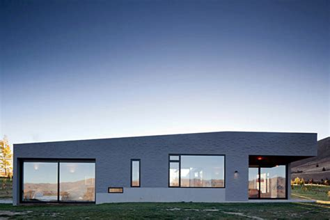 home design ideas new zealand modern new zealand home visually anchored in its landscape