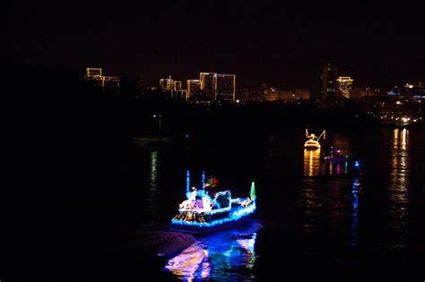 Enjoy The James River Parade Of Lights At Rocketts Landing Richmond Va Lights