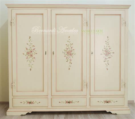 decori per armadi armadio laccato con ante e cassetti decorati ultimi