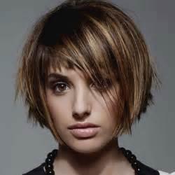 coiffure carre plongeant court avec frange les tendances
