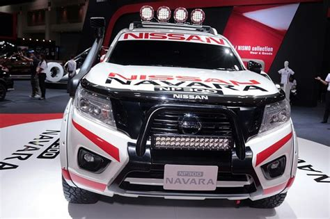 Stiker Bak Mobil Nissan Navara Generasi Ke 2 Original nissan bikin navara semakin garang otosia
